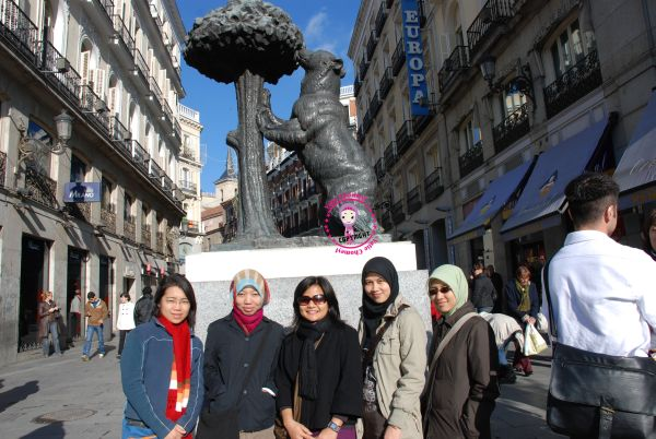 http://4.bp.blogspot.com/_c3es7FyunLI/TP2LSMb0OdI/AAAAAAAAJvA/SIdtuxGF-sY/s1600/Espana_Madrid_day_one%2B003.jpg