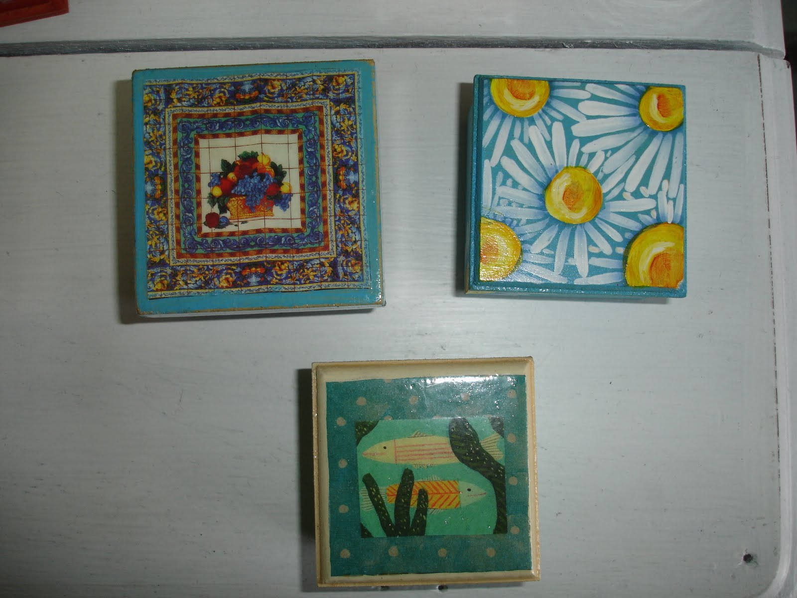 Coraz n contento cajitas de madera decoupage y pintura for Pintura para decoupage