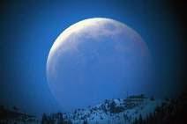 """في ليلة رأس السنة ظاهرة """"القمر الأزرق"""" التي لم تحدث منذ 20 عاماً"""