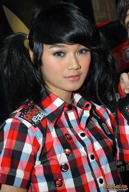 Music & Profile Star: Dara Rizki Ruhiana - Vocalist The