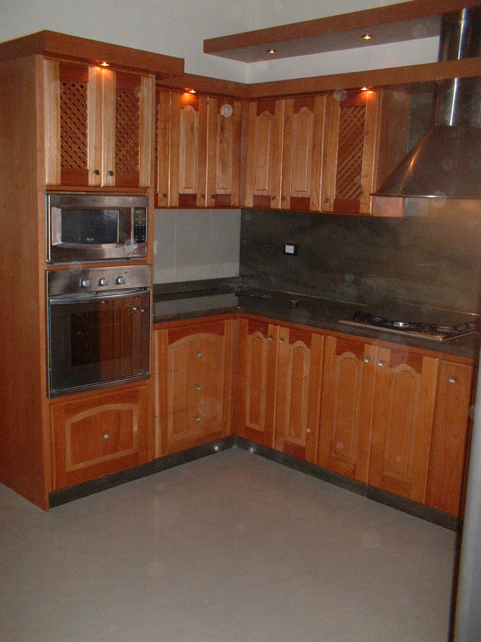 Cocinas de madera de cedro imagui for Muebles cocina madera