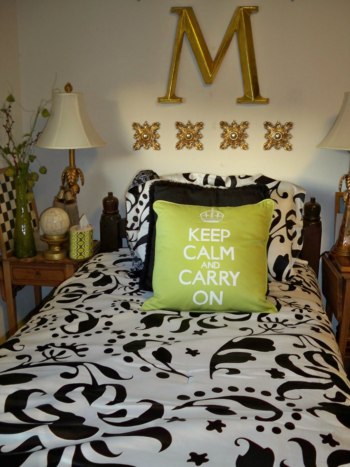Dreams and decor black white and lime green for Black white and lime green bedroom ideas