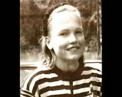 Tarja con su pelo natural cuando niña