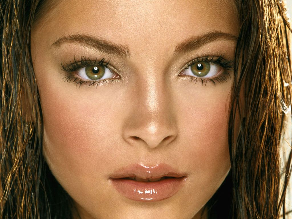 Celebrity Smallville Kristin Kreuk Hot