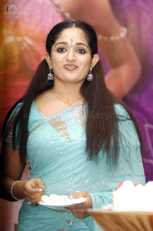 Actress Namitha Dress Change in Caravan Movie | Socyberty