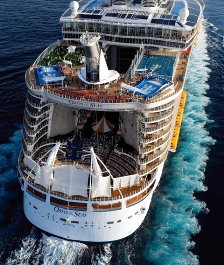 [oasis_of_the_seas_exterior_at_sea.jpg]