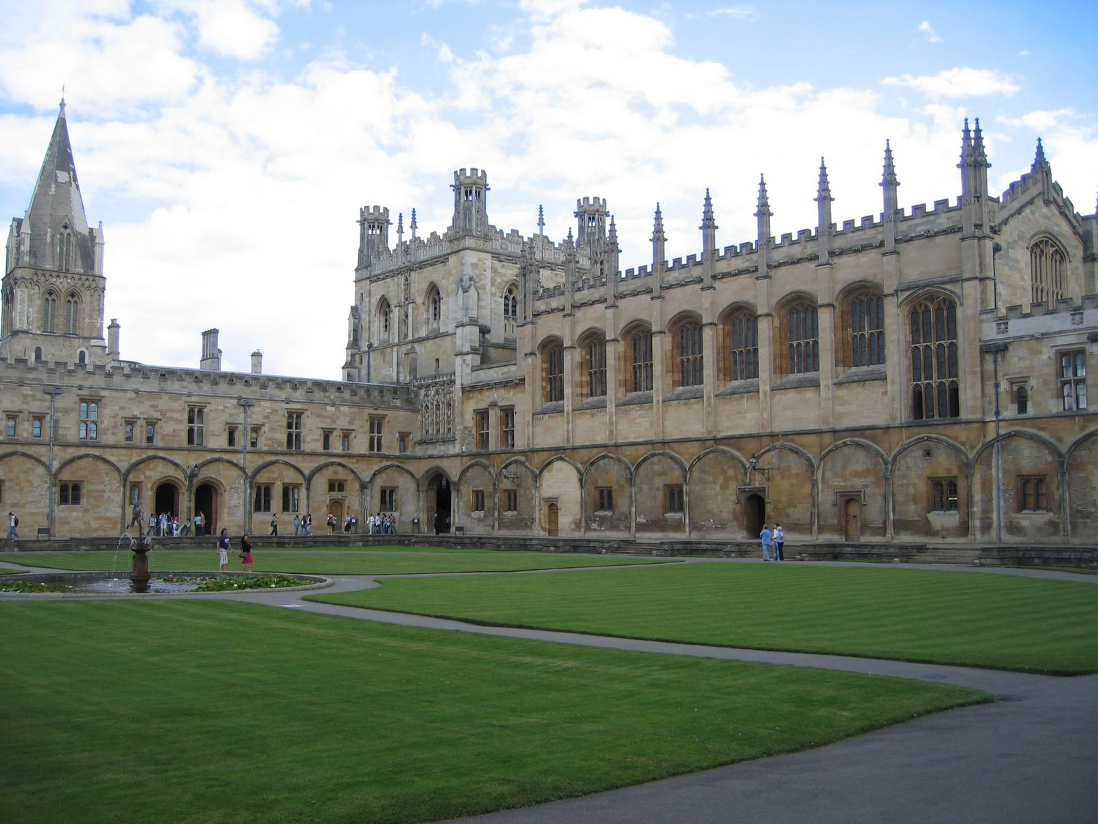 Call for new Oxbridge colleges for disadvantaged students