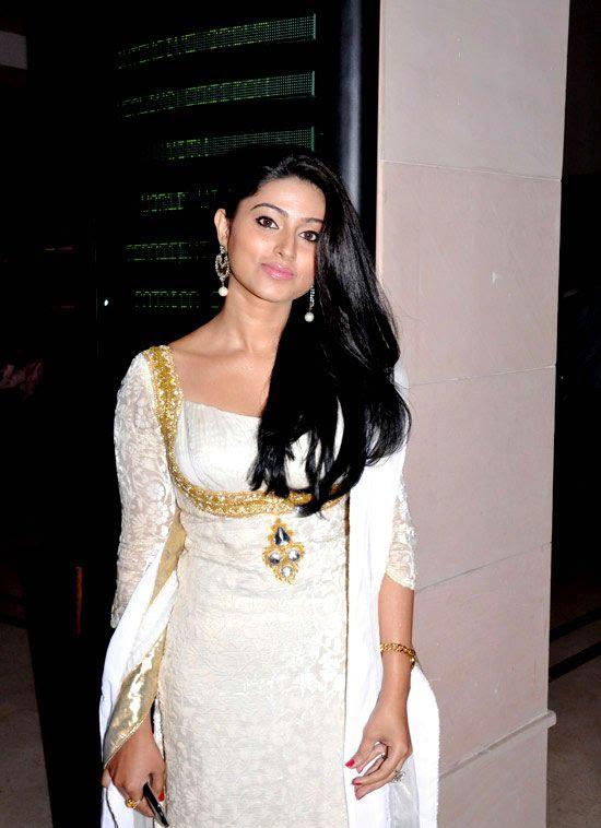 Cute Sneha in White Churidar Salwar Kameez, Latest Designer Salwar Kameez hot photoshoot