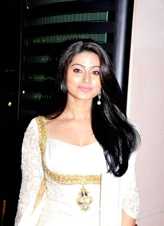 Cute Sneha in White Churidar Salwar Kameez, Latest Designer Salwar Kameez actress pics