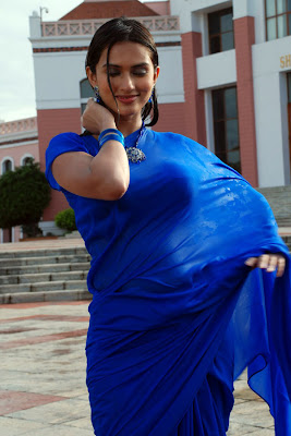 Spicy Hot Actress Gowri Pandit New Hot Poses From Gowri Pandit cleavage