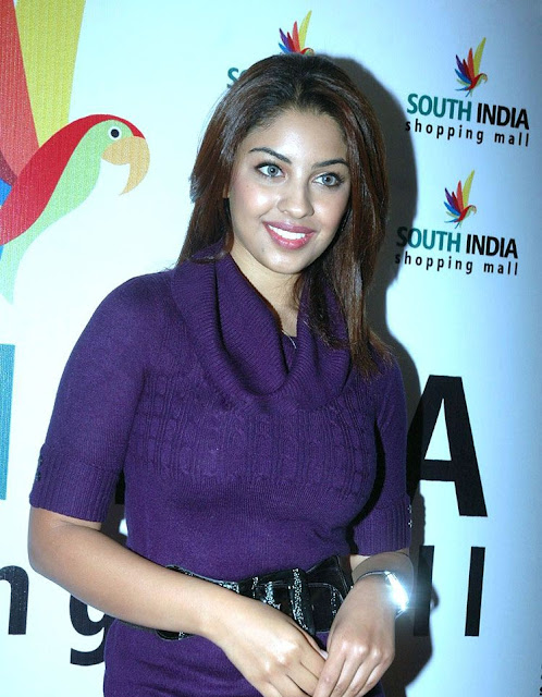 Tollywood Actress Richa Gangopadhyay New Pics Gallery cleavage