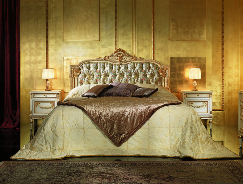Bedroom In Venetian Style Painted With Ivory Lacquering
