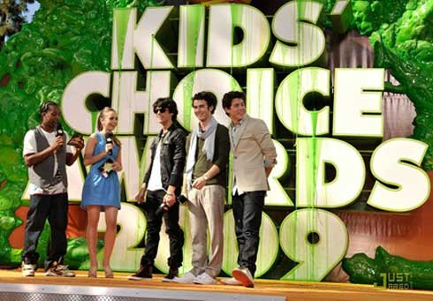 aca les dejo  fotos  de  los kids choice  awards 2009!!!
