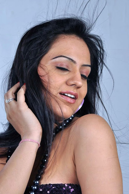 Aksha Latest Hot Stills