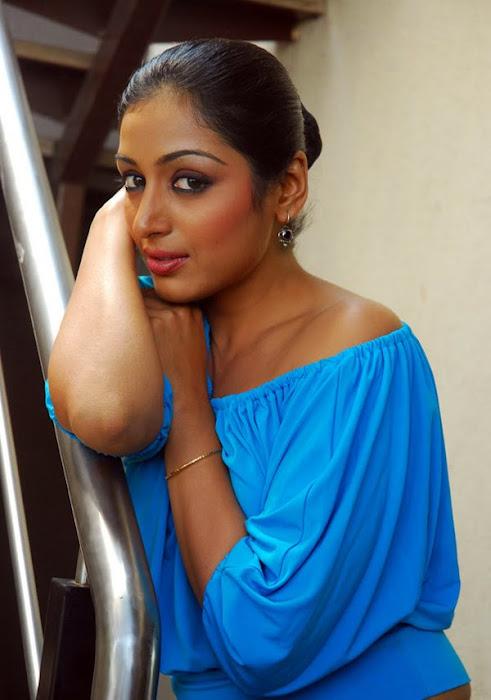 padma priya looking glamour  images