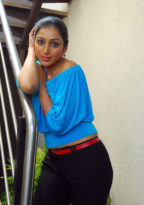padma priya looking actress pics