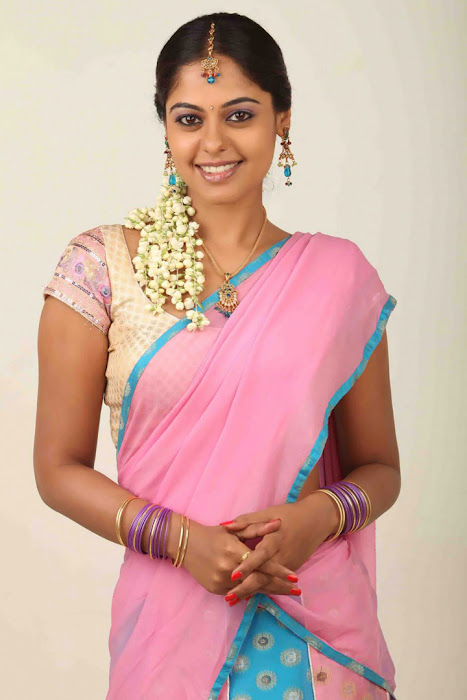 bindhu madhavi half saree actress pics