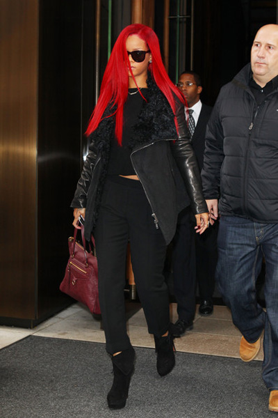 rihanna red hair long. makeup rihanna long red hair