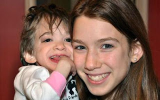 Brooke Greenberg e sua irmã mais nova Carly