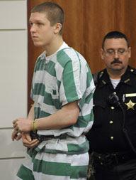 Daniel Patric. Condenado por atira no pai e por matar a mãe. Hoje com 17 anos.