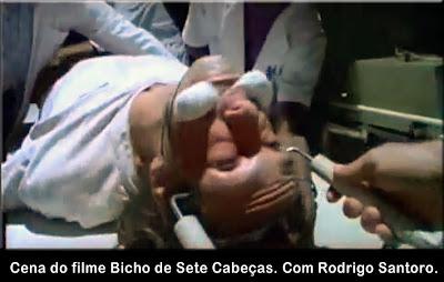 Cena do filme Bicho de Sete Cabeças. Com Rodrigo Santoro