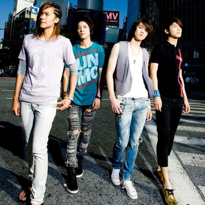 http://4.bp.blogspot.com/_cMBwwYZfYcE/SoYhB4d4zNI/AAAAAAAAG50/olH3TFZFow0/s400/20090814_cnblue_6.jpg