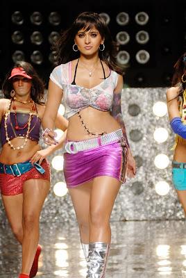 Anushka, Anushka vettaikaran, Anushka vettaikaran stills, Anushka anushka hot in billa, b anushka bikini stills