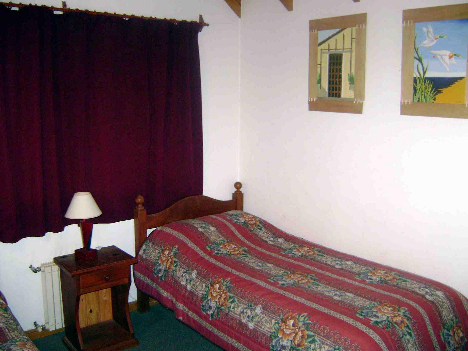 [Dormitorio+2+cab+para+6+pax+nº+2+canas+1+plaza.JPG]