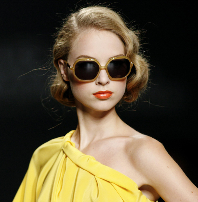 Juanjo Oliva spring-summer 2010 sunglasses collection, from YFSpain gafas. Model: Paris