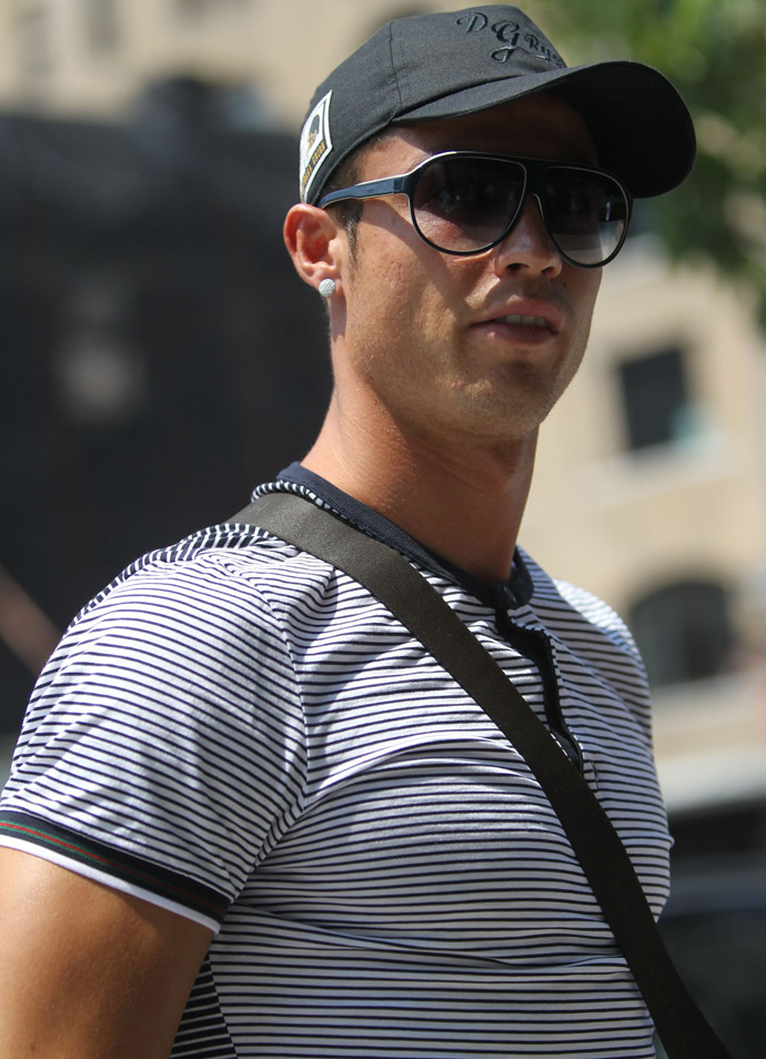 Christiano Ronaldo wearing Gucci sunglasses