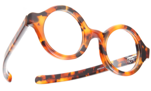 Round glasses from RoundGlasses: Rondo Due in high-contrast tortoiseshell