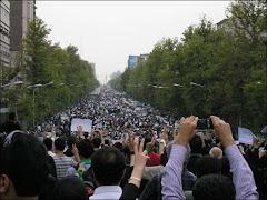 صحنه ای از تظاهرات عظیم مردم درتهران پنجشنبه 28 خرداد