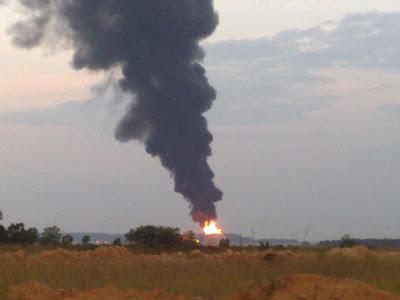 ... Kehidupanku....Azita Zain: Kebakaran Tangki Minyak di Tanjung Langsat