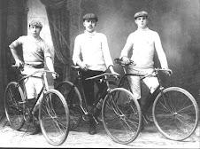 EN BICICLETA 1900 con sus dueños