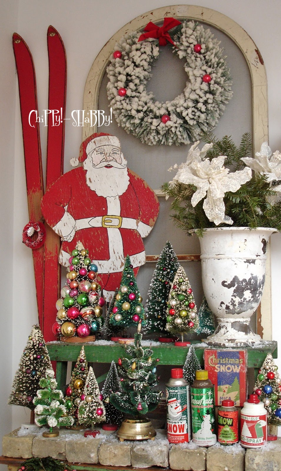 Chippy shabby chippy shabby vintage christmas for Holiday decorating ideas pictures
