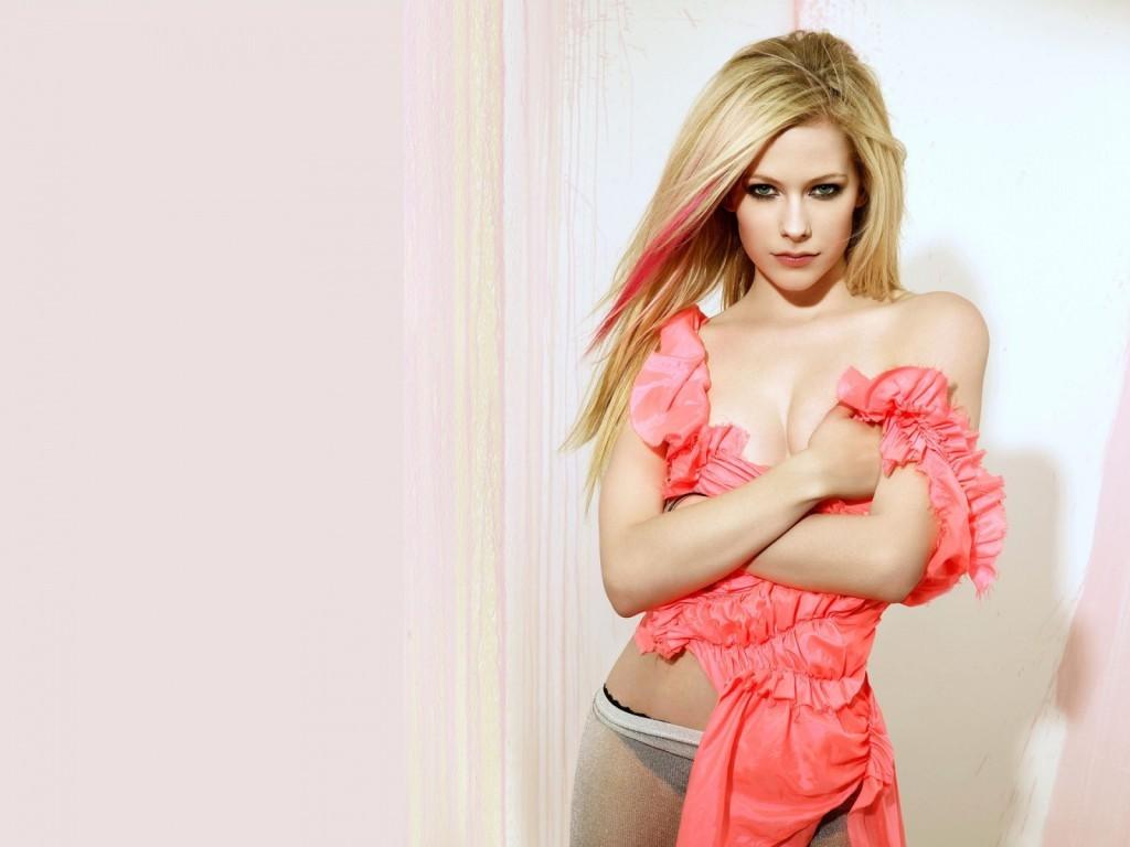 http://4.bp.blogspot.com/_cZuaghvCasw/TUbY-WH2wYI/AAAAAAAANXU/bnDtcyagMVA/s1600/Avril-Lavigne-topless.jpg