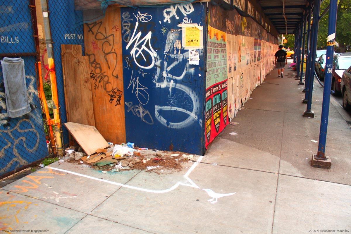[sidewalk-tweets-trash2.jpg]