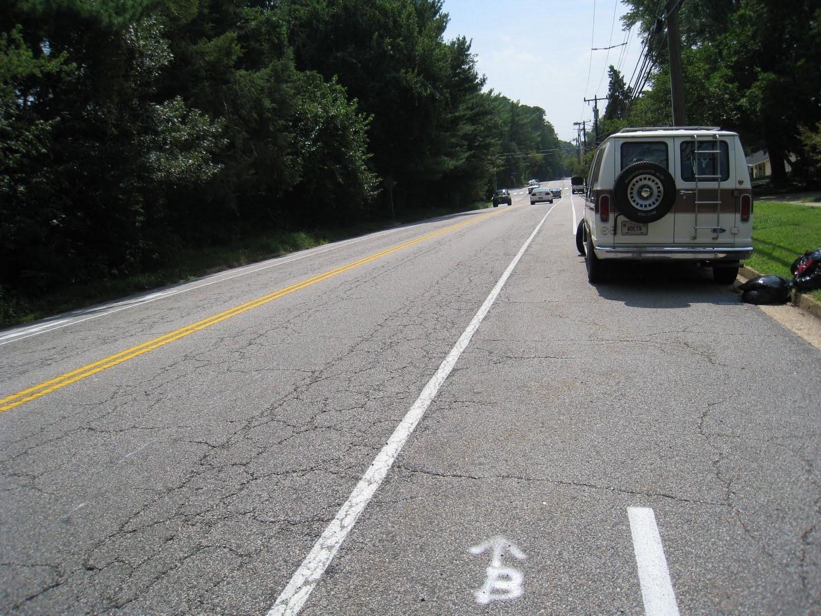 IMG 4106 ... lane width adjacent to narrow parking lane: 6 7 feet.