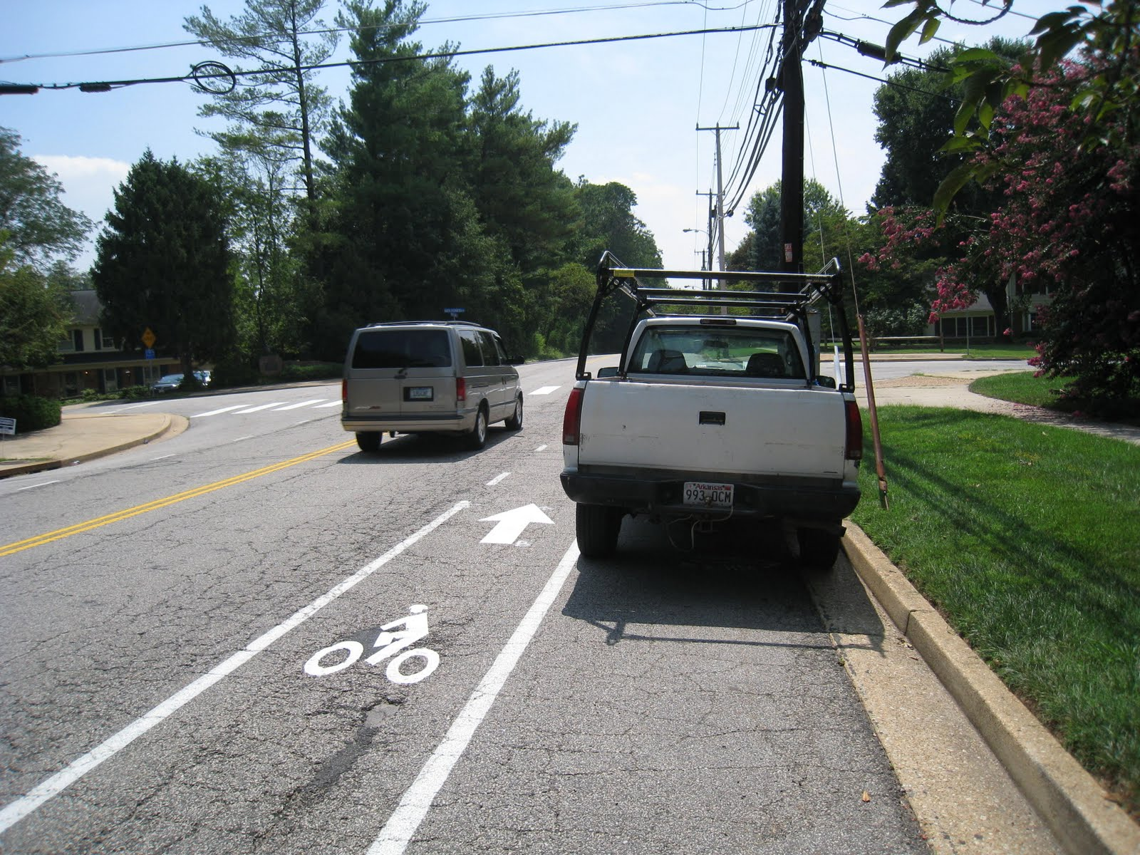 IMG 4104 ... lane width adjacent to narrow parking lane: 6 7 feet.