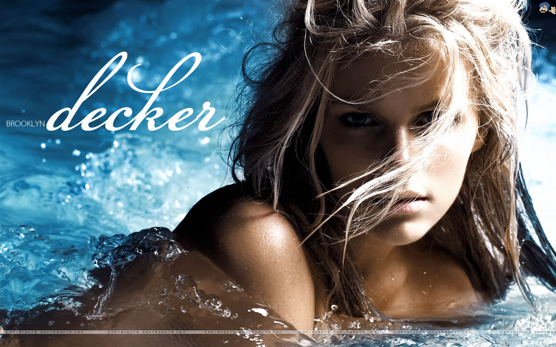 http://4.bp.blogspot.com/_cewgUlffLHE/TPEjwnWum-I/AAAAAAAALBA/R28Vpe6AIU8/s1600/brooklyn-decker-18v.jpg