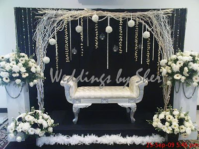 This Pelamin Was Done For Ridzuan Rufizahs Engagement Ceremony At Felda Villa On 25th September 2009 The Theme Black White With Full Fresh Flowers