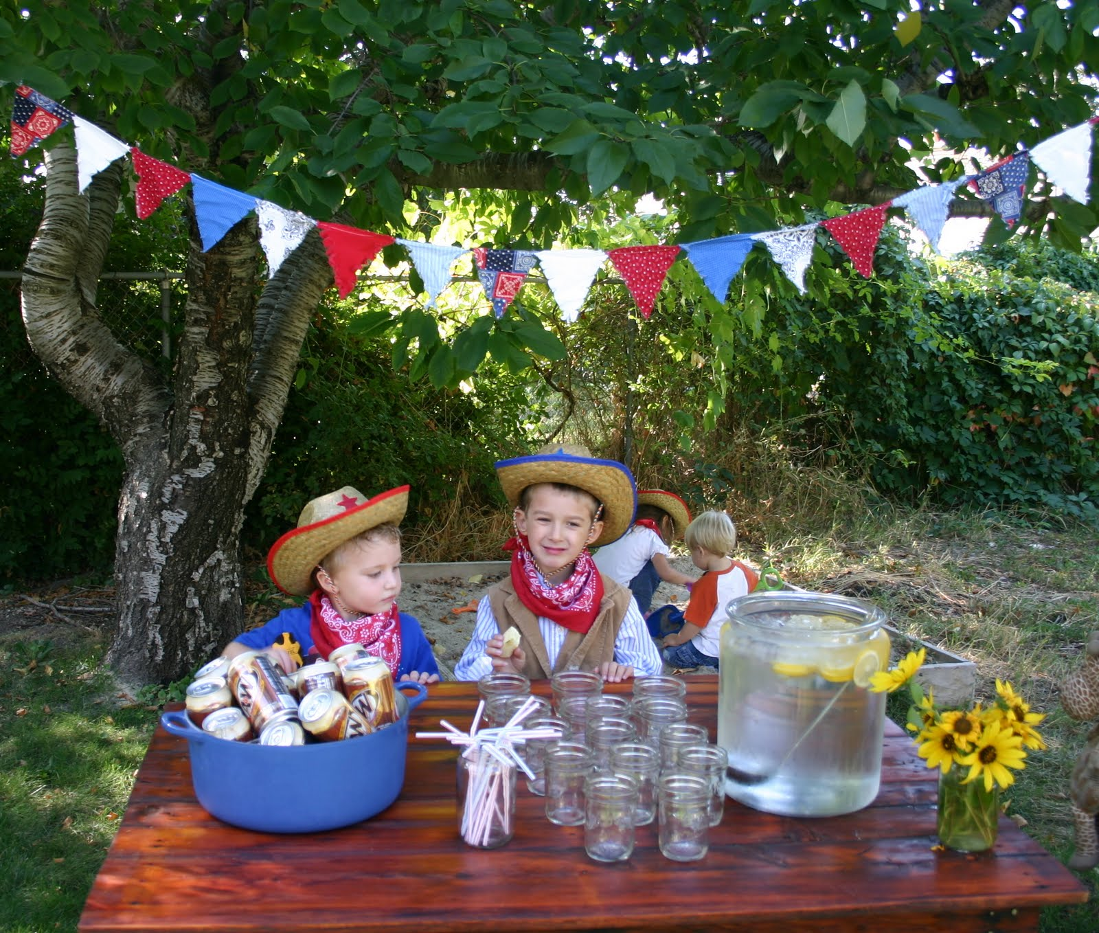 Cowboy Snack Ideas http://shopbonnenouvelle.blogspot.com/2009/09/homemade-kids-cowboy-birthday-party.html