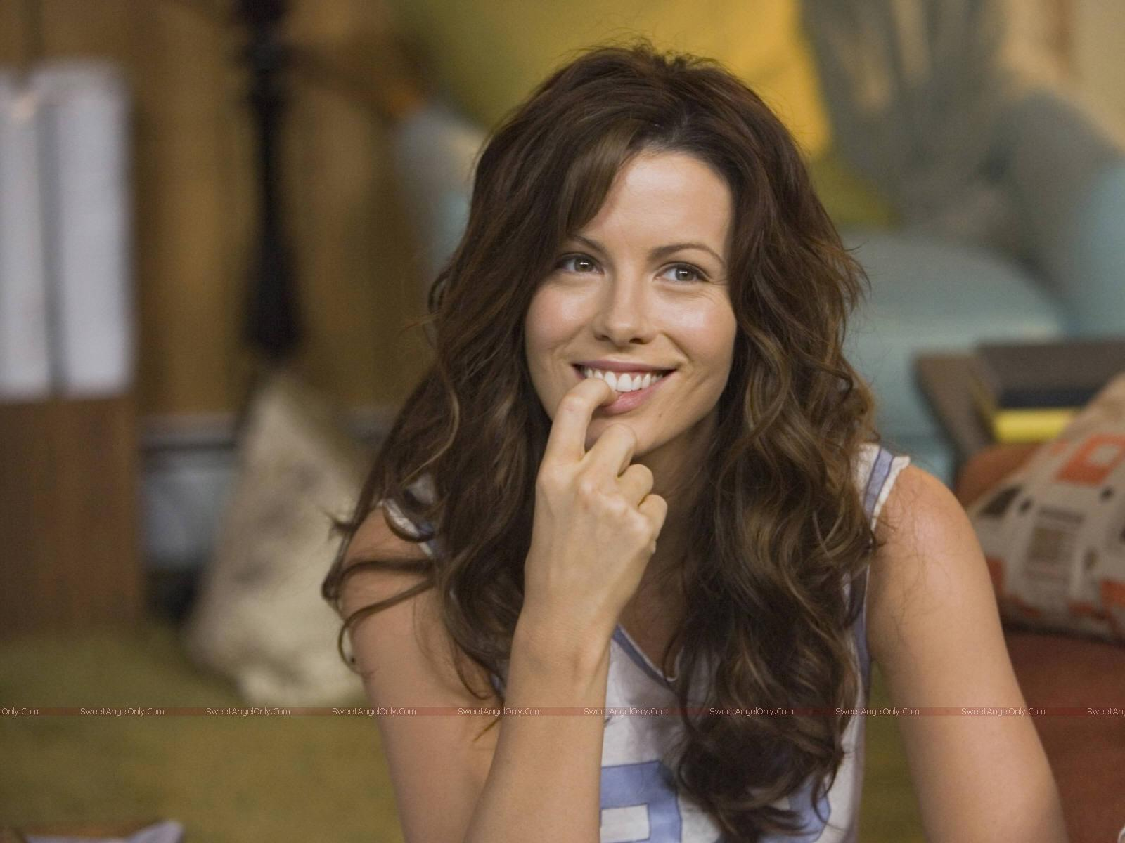 http://4.bp.blogspot.com/_chcAT8BuI-s/TTG32isuIPI/AAAAAAAAAtw/-KgwtF9CAy4/s1600/kate_beckinsale_beautiful_face_wallpaper_06.jpg