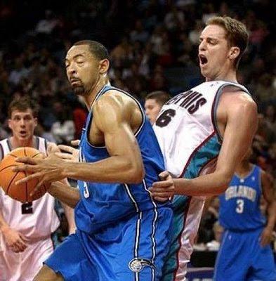 http://4.bp.blogspot.com/_ckBlasgNSzg/SE2rrRoD_TI/AAAAAAAAGAk/Maz5-7zpbxM/s400/Funny+Basketball+Players.jpg