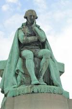 Monumento en honor a Lamarck.