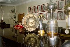 ANJO ENZO, meu afilhado muito especial Down com Taça Campeão Mundo 2006