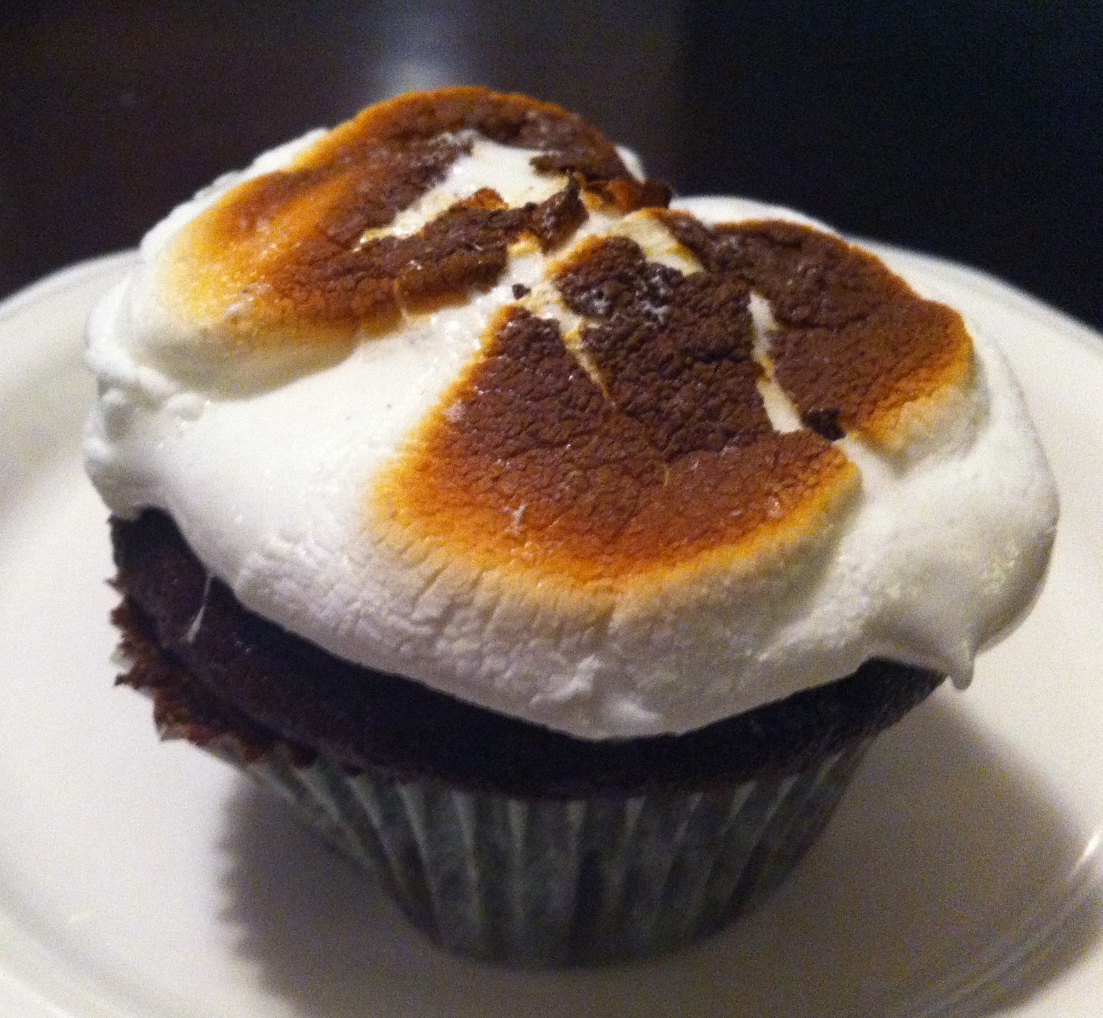 Amy's Kitchen: Toasted Marshmallow Cupcakes