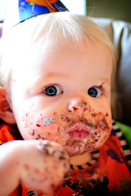 Lilly, 1st birthday, cake on face