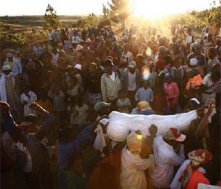 deadcandance 10 Ritual Pemakaman Unik dan Aneh di Dunia