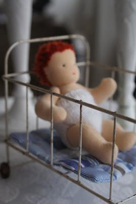 Danske piger bryster lånte fjer